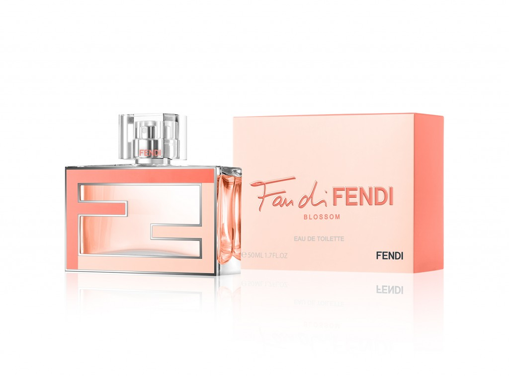 D071151 FAN DI FENDI BLOSSOM 50ML 3-4 VIEW