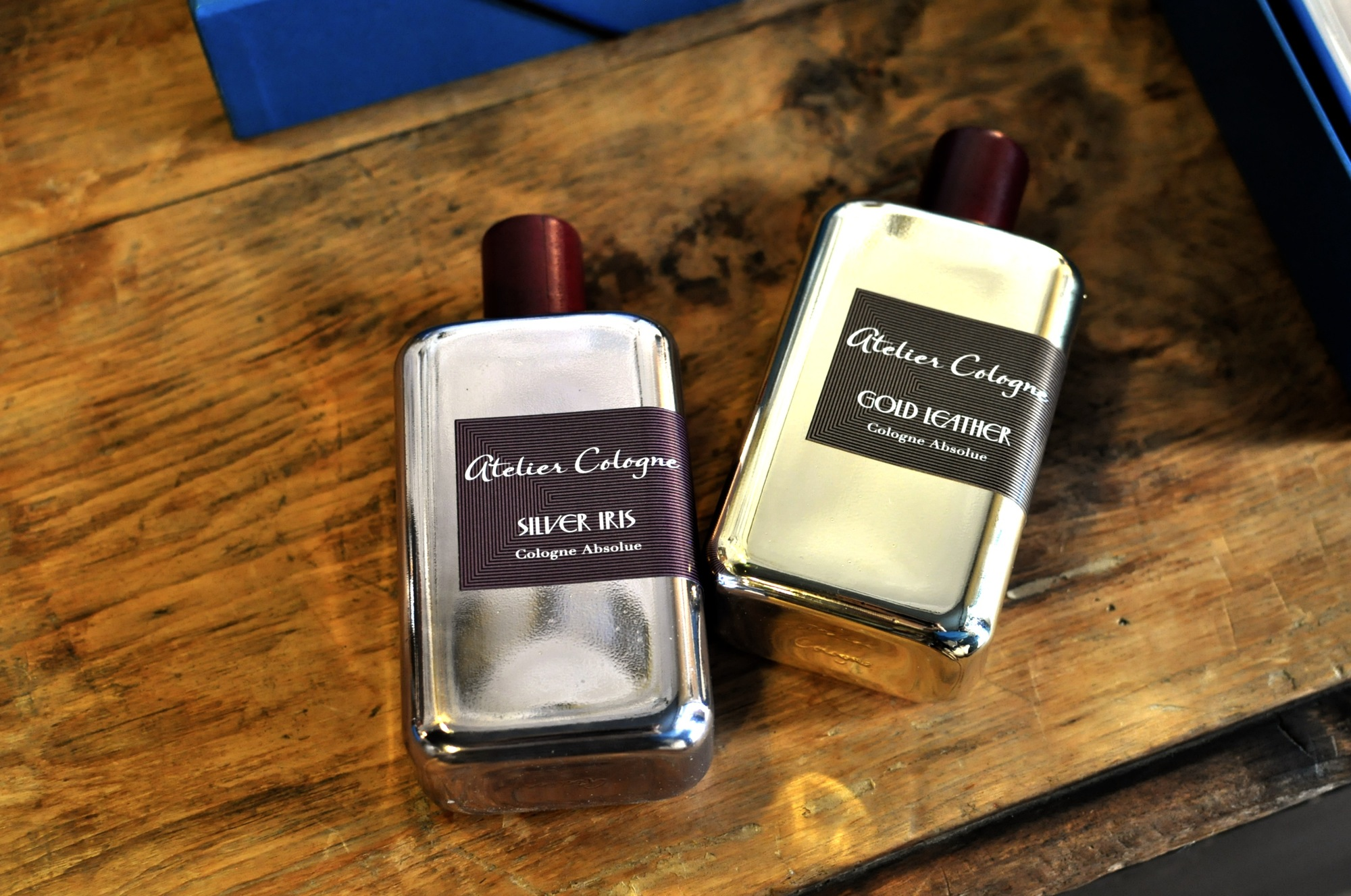 Atelier Cologne – Collection Métal Silver Iris  és Gold Leather