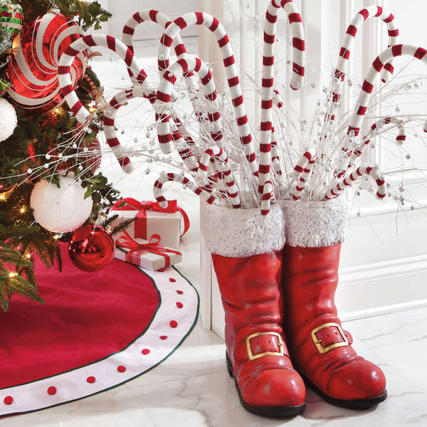 santa-boots-christmas-decor